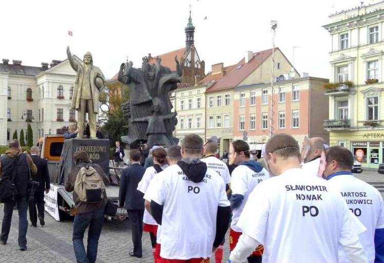 """""""APEL POLEGŁYCH OBIETNIC"""" – bydgoski happening z Tuskiem w roli głównej!!!  25 września 2013 rok"""